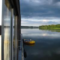 Hausboot auf dem See